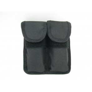 Double magazine pouch closed